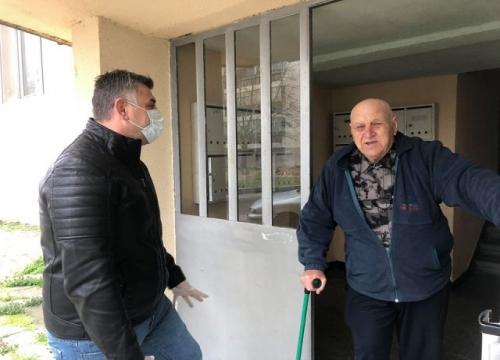 Доброволците на БСП помагат и на Домашния социален патронаж